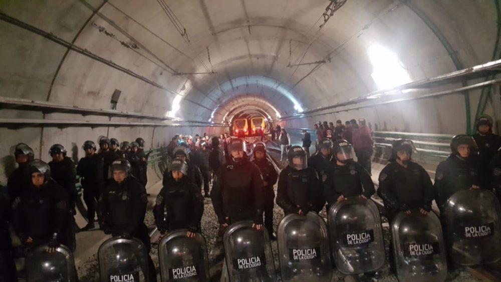 Condena a la brutal represión a los trabajadorxs del Subte